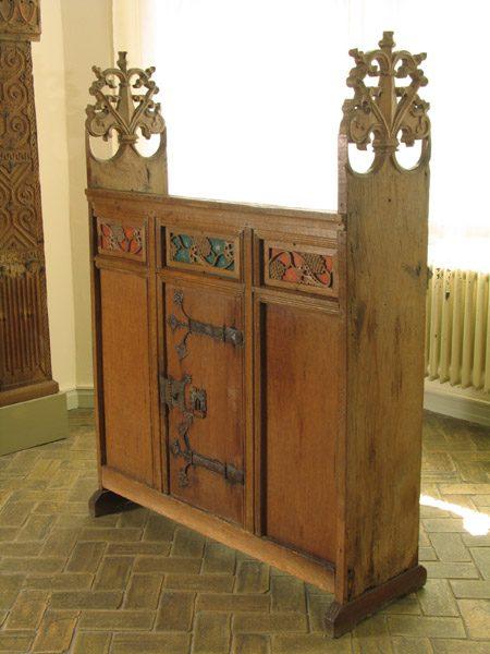 gotische m bel auf pinterest gothic haus grufti deko. Black Bedroom Furniture Sets. Home Design Ideas